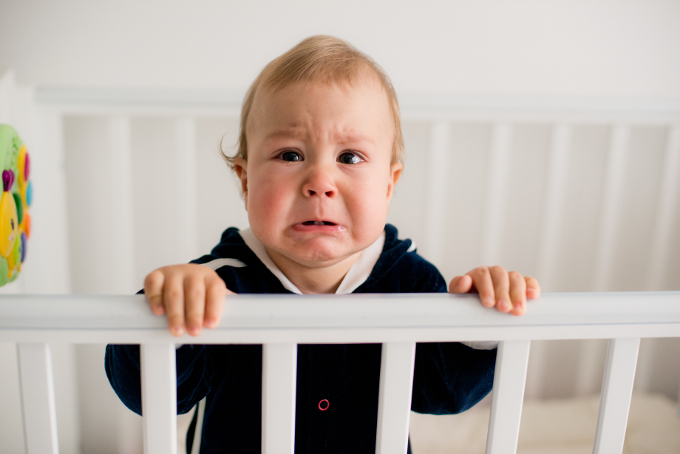 Baby cries in crib - difficult baby is one of the 3 types of temperament psychology