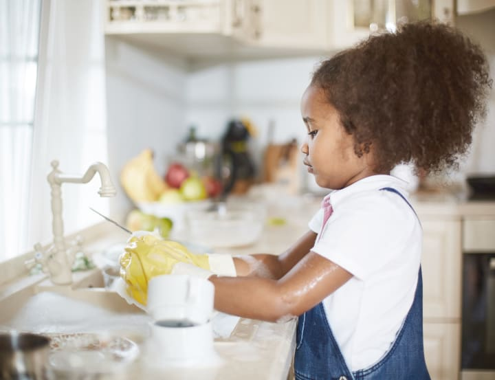 girl washes dishes - operant conditioning examples
