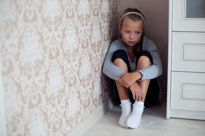 girl cries in a corner due to bad parenting, how does bad parenting affect a child?